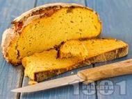 Царевичен хляб с два вида брашно, овесени ядки, трици и прясна мая